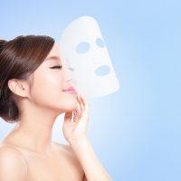 シートマスクと女性